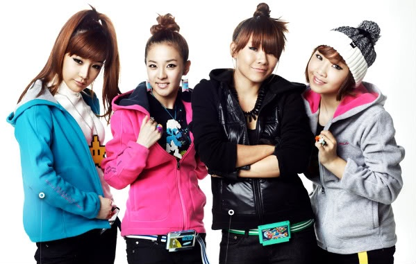 Fans Shocked by 2NE1's No Makeup Photo