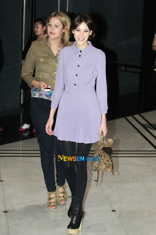 Ha Ji Won, Lee Yeon Hee, and Alexa Chung Attend Mulberry Fashion Show