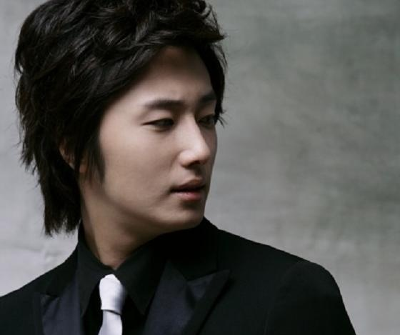 Jung Il Woo Shows Off His Dark Circles