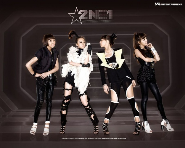 Japanese Comedian Bows in Respect to 2NE1