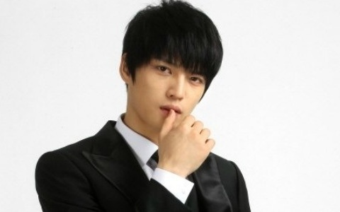 """Jaejoong Reveals His Sentiments About Completing """"Protect the Boss"""" with a Selca"""