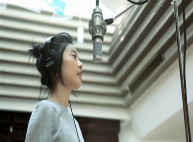 "Girl's Day Member Covers Rihanna's ""Umbrella"""