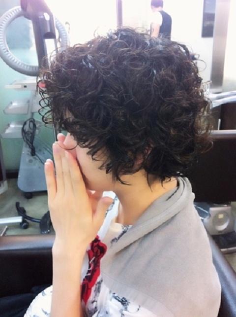super-juniors-heechul-perming-his-hair_image