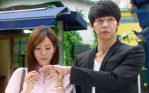 "Minor Error in Park Yoo Chun's ""Rooftop Prince"" Humors Fans"