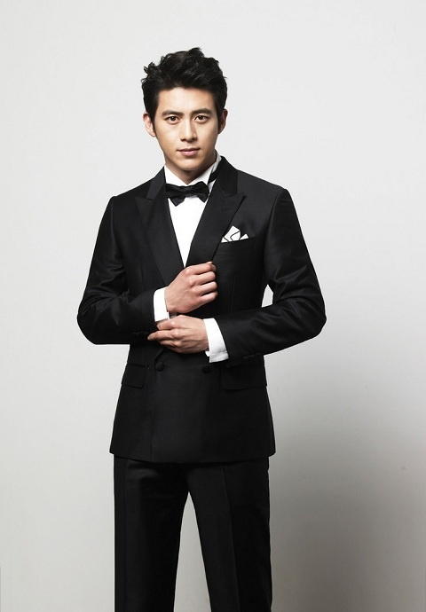 Go Soo and His Fiancee Visit their New Home Often