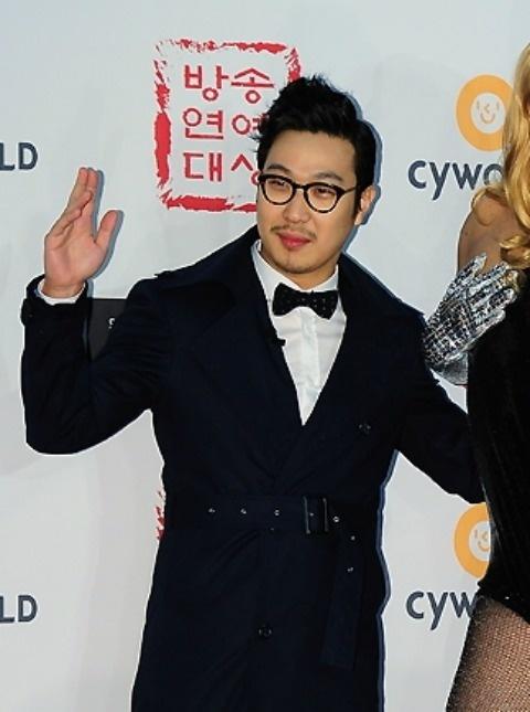 Haha Wants to Feature Ha Ji Won in His Jacket Photos