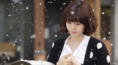 "April Snow and Sung Yuri on the Set of ""Romance Town"""