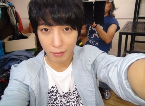 """""""Heartstrings'"""" Jung Yong Hwa Reveals Photos of Himself and Others!"""