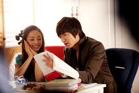 """City Hunter"" Releases Lee Min Ho & Goo Hara Study Date Teaser Stills"