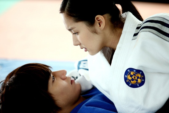 lee-min-ho-and-park-min-young-found-to-be-dating-for-a-month_image