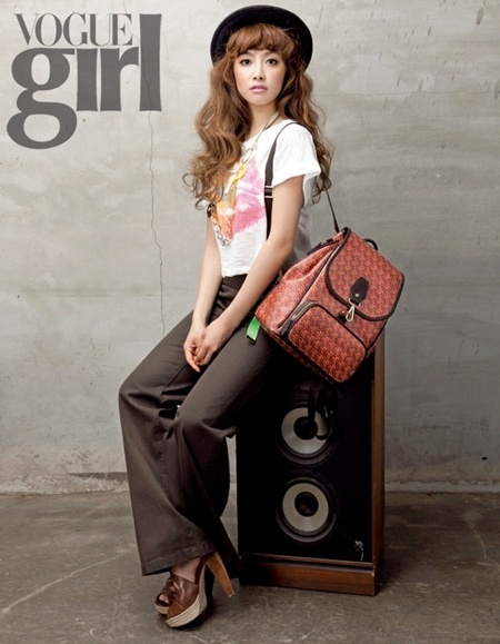 f(x)'s Victoria Models for Samsonite RED and Vogue Girl