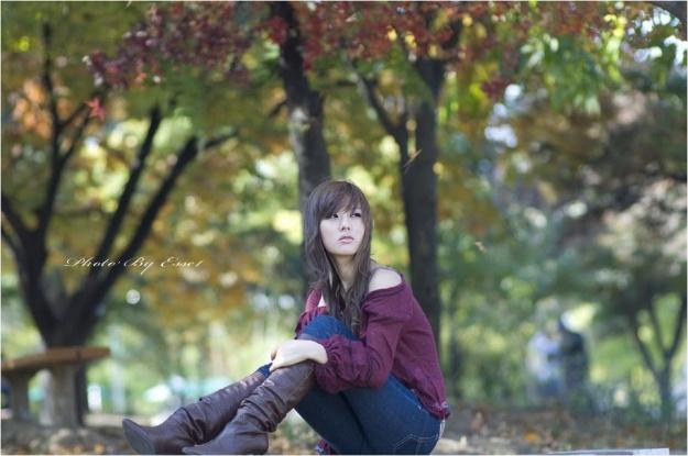Enjoying The Outdoors (Hwang Mi Hee)
