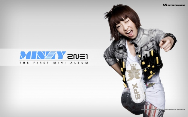 Minzy Reveals a Photo of Her Real Sister