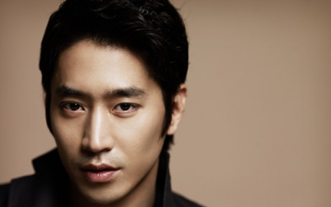 "Eric Has a Fake Twitter Conversation with ""Spy Myeong Wol's"" Kang Woo"