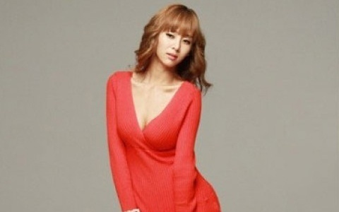 Photos of G.NA Reveal Her Flawless Body
