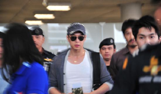 JYJ's Yoochun Paralyzes Airport in Thailand