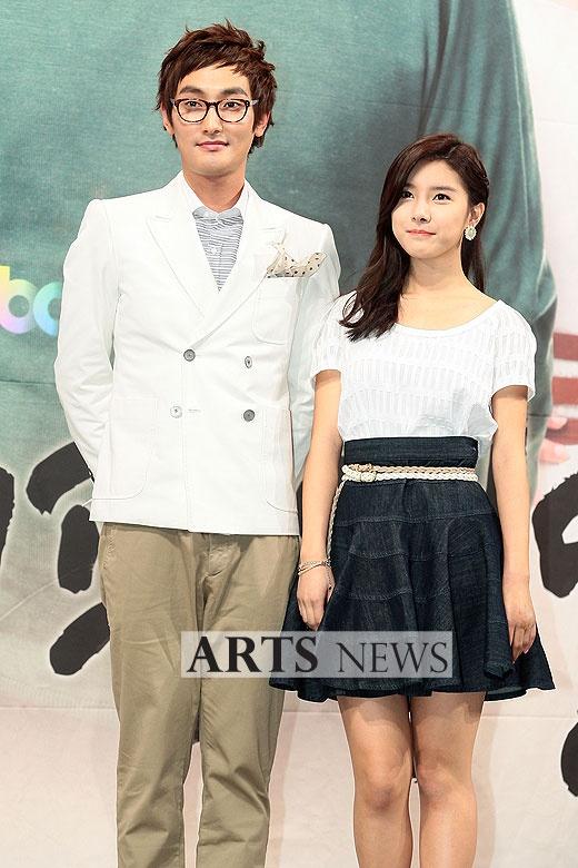 Kim So Eun Snaps a Photo with Kangta – Where's Junho??