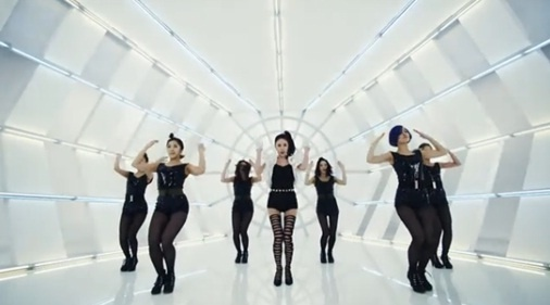 "Kan Mi Youn Releases Dance Version of ""Paparazzi"""