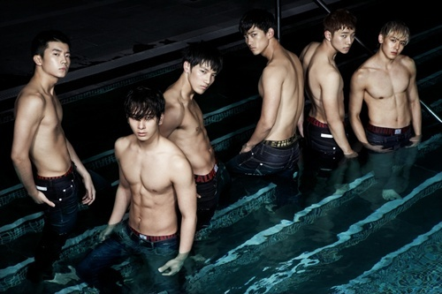 2PM's Nichkhun and Taecyeon Impressed by Wooyoung's Ripped Arms