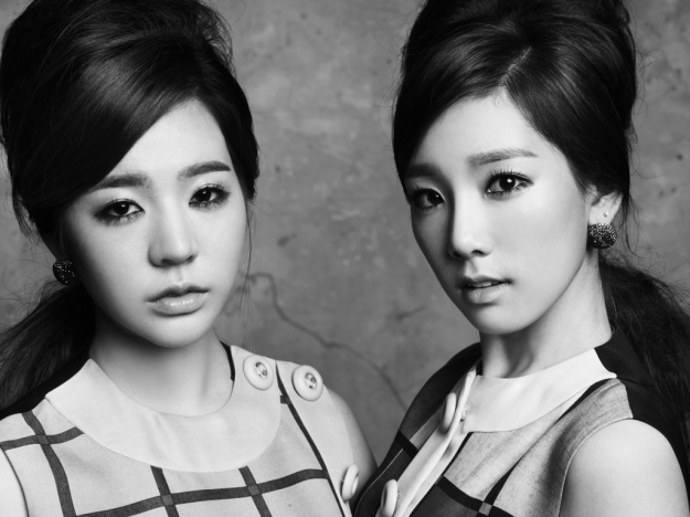 """Unrevealed Cuts from Girls' Generation Taeyeon and Sunny's """"Twin"""" Concept Photo Shoot"""