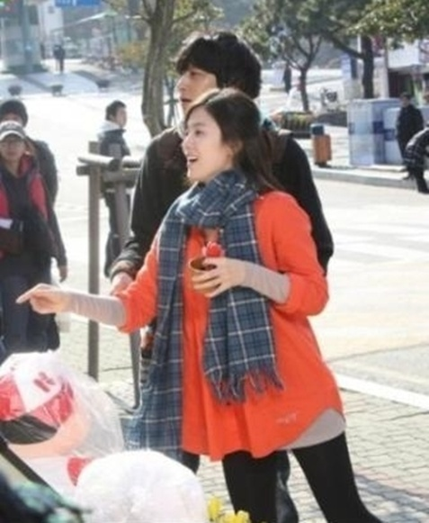 Song Hye Kyo and Kang Dong Won Spotted Together