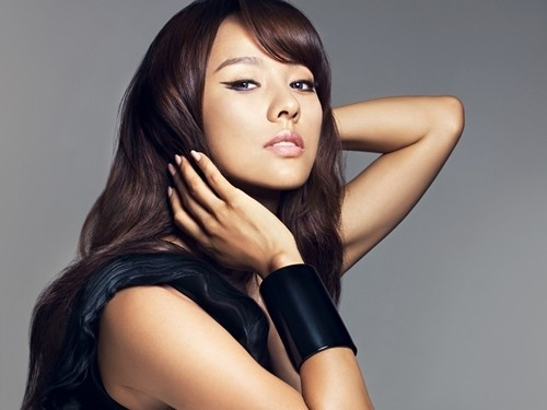 "Lee Hyori the Epitome of Chic for ""CLIO"""