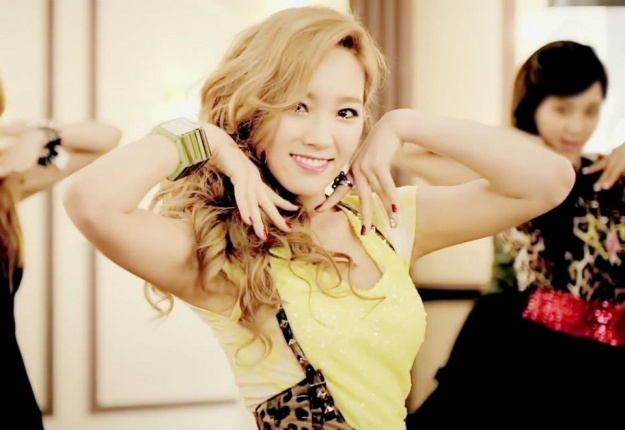 TaeTiSeo's Taeyeon Makes a Mistake While Dancing Onstage