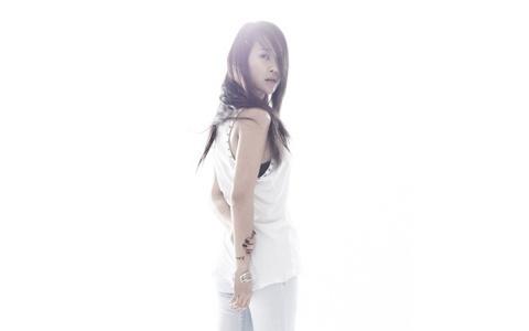 "Baek Ji Young's Music Video For ""Average"""
