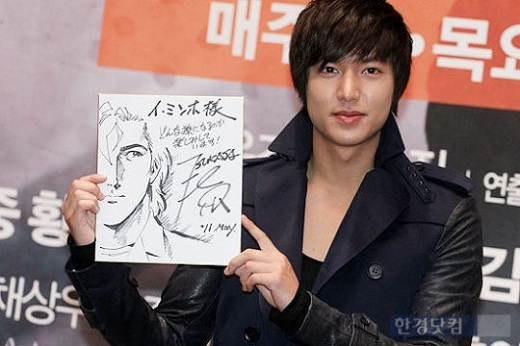 """Lee Min Ho Receives Caricature Present from Mangaka of """"City Hunter"""""""