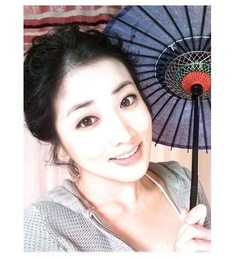 Choi Jung Won Posts No Makeup Selca Pictures on Cyworld