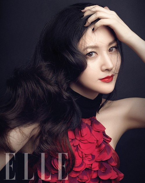 Lee Young Ae Poses for Elle Magazine