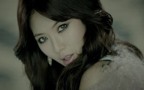 4minute's HyunA Spotted in the Men's Bathroom