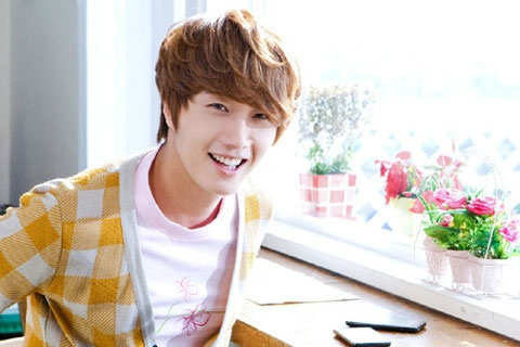 """""""The Moon that Embraces the Sun's"""" Jung Il Woo's Old Photos Shock Fans"""