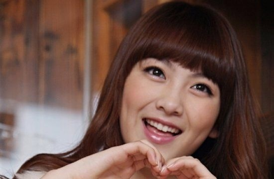 Kara's Kang Ji Young Hand Washes a BMW