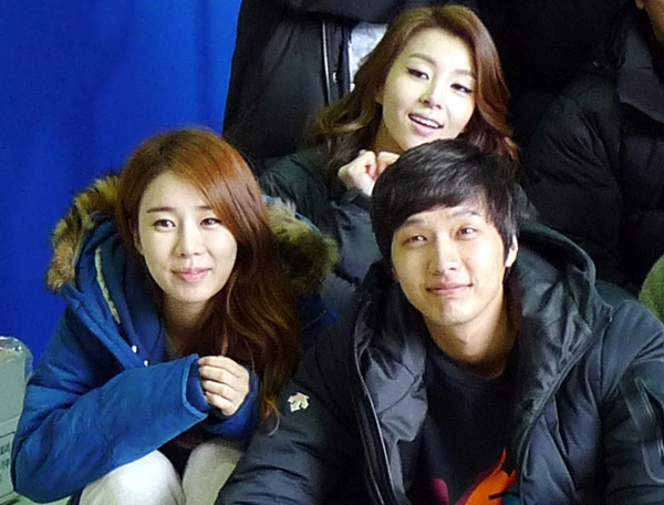 "Yoo In Na and Ji Hyun Woo on the Set of ""Queen In Hyun's Man"""