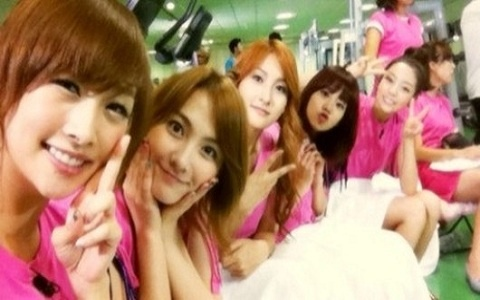 """Kara's Nicole Reveals On-Set Photo For KBS """"Happy Together"""" Recording"""