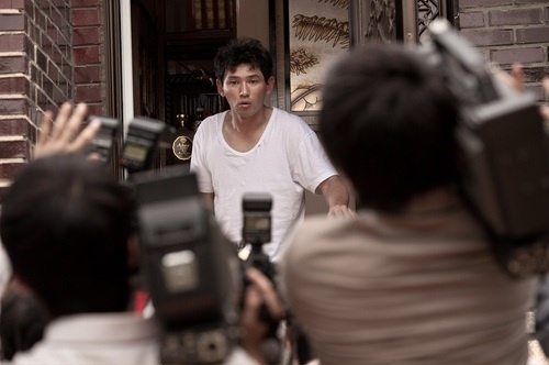 "Hwang Jung Min in a Comedy Role for ""Dancing Queen"""