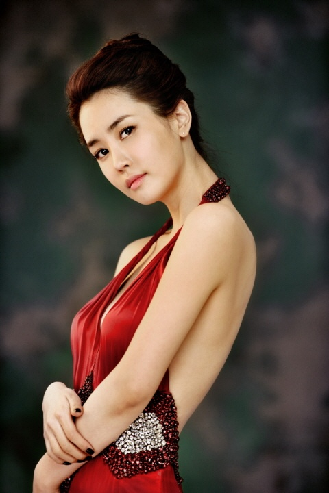 Lee Da Hae Shows Off Her Natural Beauty