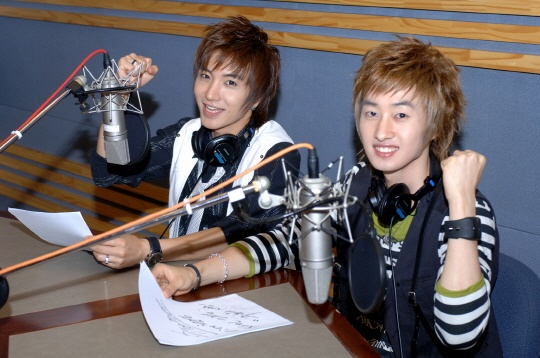 "Super Junior's Leeteuk & Eunhyuk Depart From ""Kiss the Radio"""