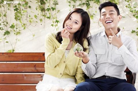 Moon Chae Won and Yoo Ah In in a Tight, Rib-Breaking Hug
