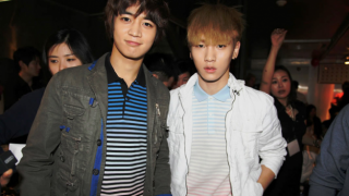 shinees-key-and-minho-takes-selca-pictures-at-paris_image