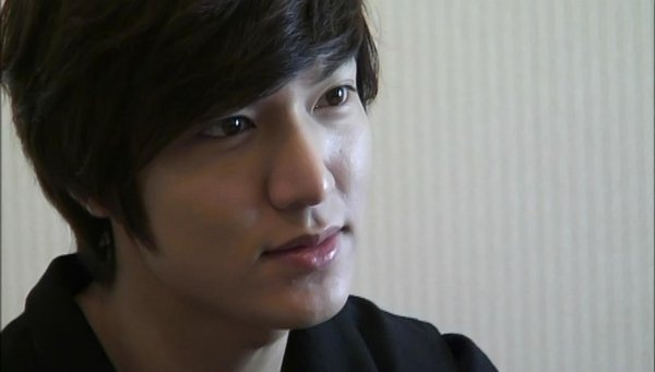 Lee Min Ho Interviewed by Thousands of Chinese Fans on Weibo