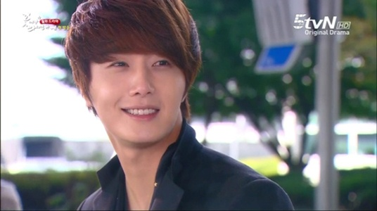 """Flower Boy Ramyun Shop Earns Top Ratings Thanks to """"Jung Il Woo Effect"""""""