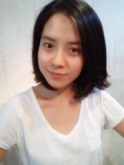 """Running Man's"" Ace Ji Hyo Signs With JYJ's Agency"