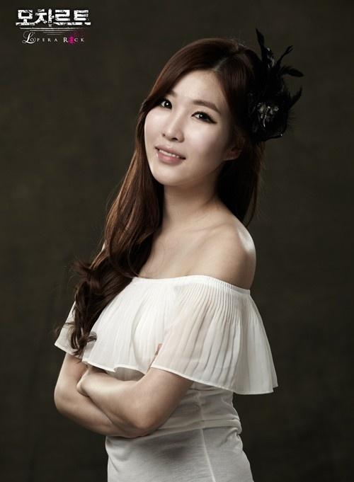 """Davichi's Lee Hae Ri Cast as Female Lead in Musical """"Mozart, Opera Rock"""""""