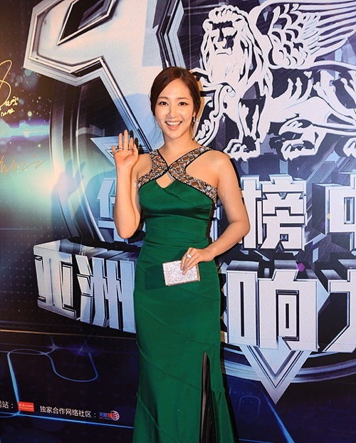 "Park Min Young Receives a Fashion Artist Award from the ""China Music Awards"""