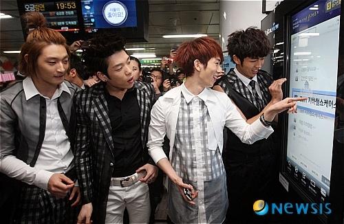 Apgujeong Showcase 03.15.10 (2AM)