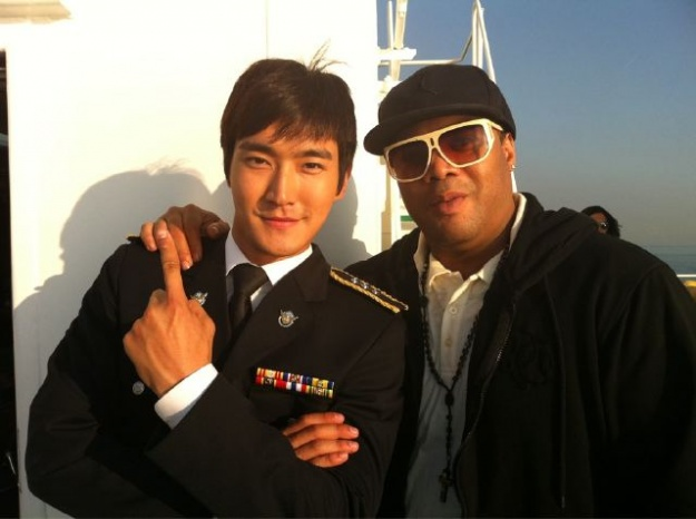 Choi Si Won Poses with Producer Melvin Brown