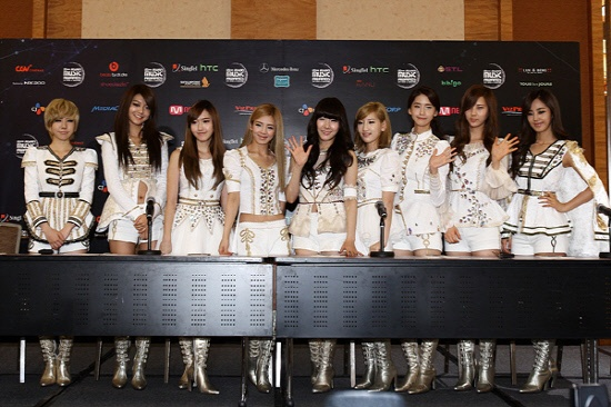 2011 MAMA Press Conference: SNSD and Super Junior