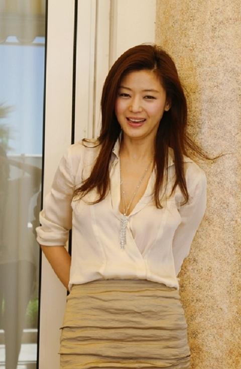 Anna Wintour Personally Involved in Jeon Ji Hyun's Vogue Photoshoot